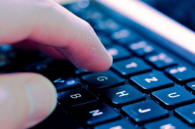 Мошенники находят жертв через интернет.