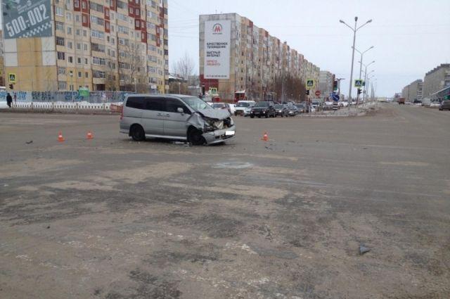 ВНижневартовске микроавтобус спассажирами попал вДТП