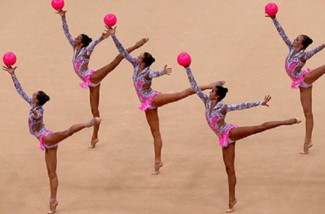 В групповых упражнениях примут участие 20 команд из разных городов страны.