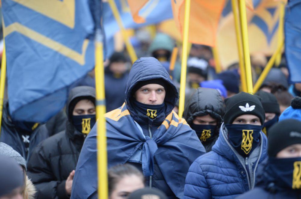 21 ноября 2013 года Майдан Незалежности в Киеве заняли сторонники евроинтеграции после заявления правительства Николая Азарова о приостановке подписания соглашения с Евросоюзом.