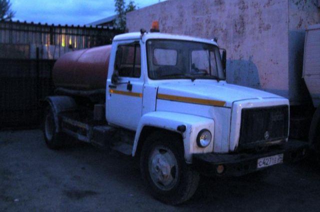 Стражи порядка сняли автолампы с грузовика и направили на товароведческую экспертизу.