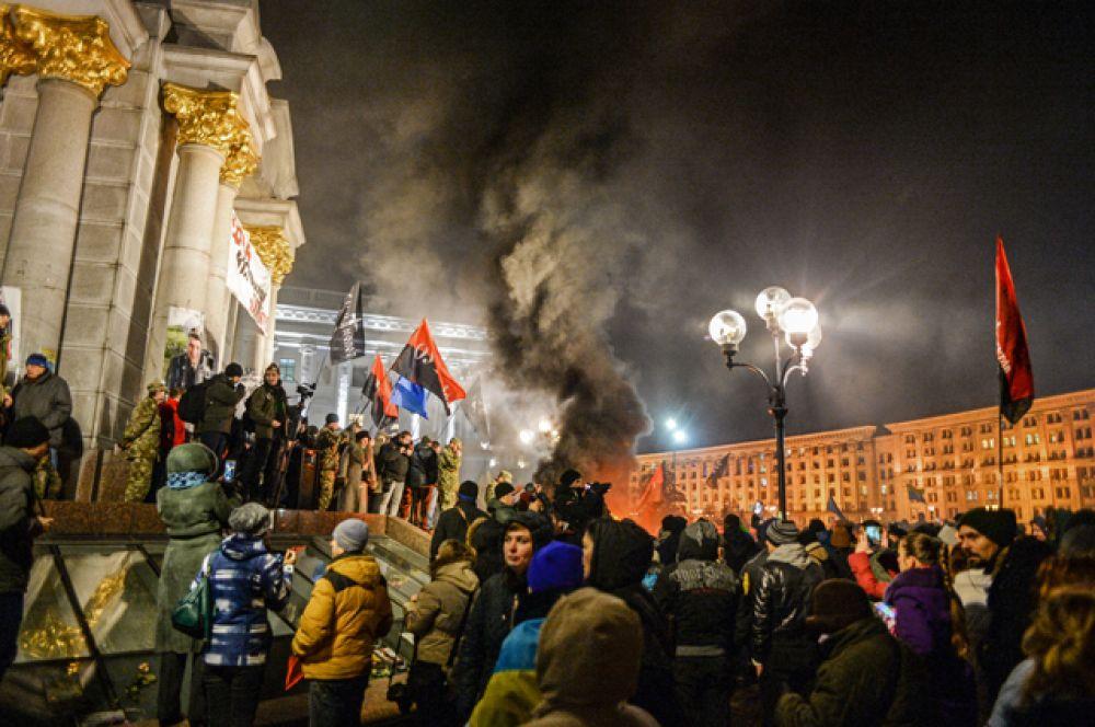 По ожиданиям украинских властей, участниками массовых мероприятиях, приуроченных к третей годовщине акций протеста в Киеве в 2013 году, стали примерно 66 тысяч украинцев.