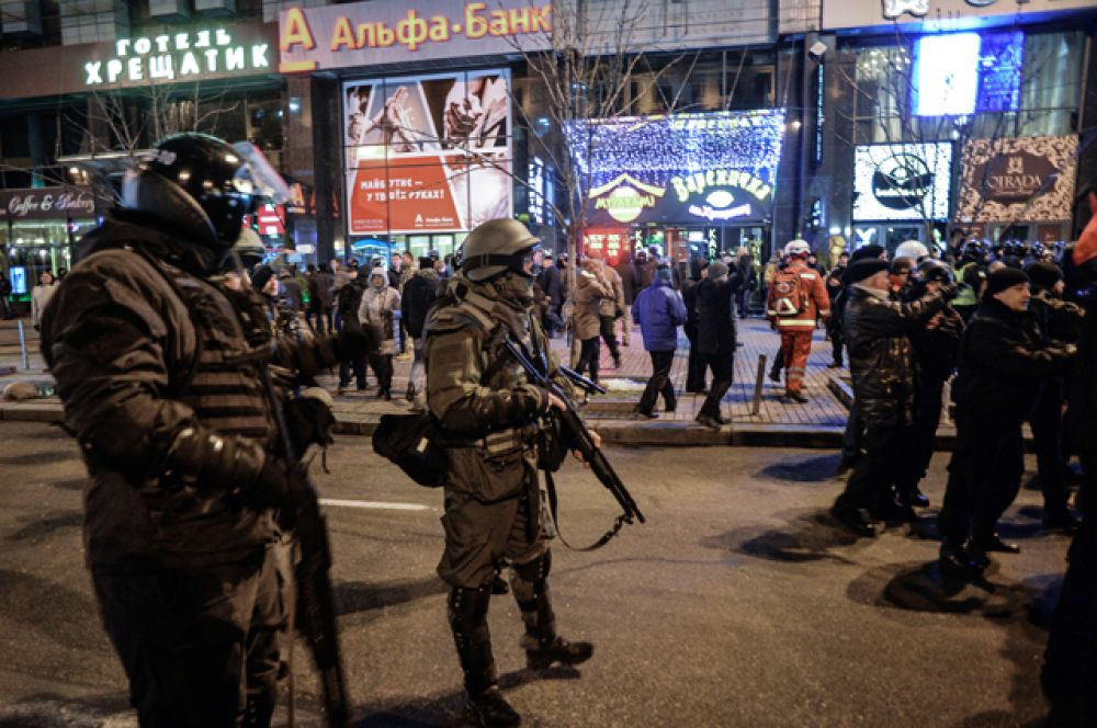 Для обеспечения общественного порядка власти выделили 15 тысяч полицейских и три тысячи военнослужащих Национальной гвардии Украины.