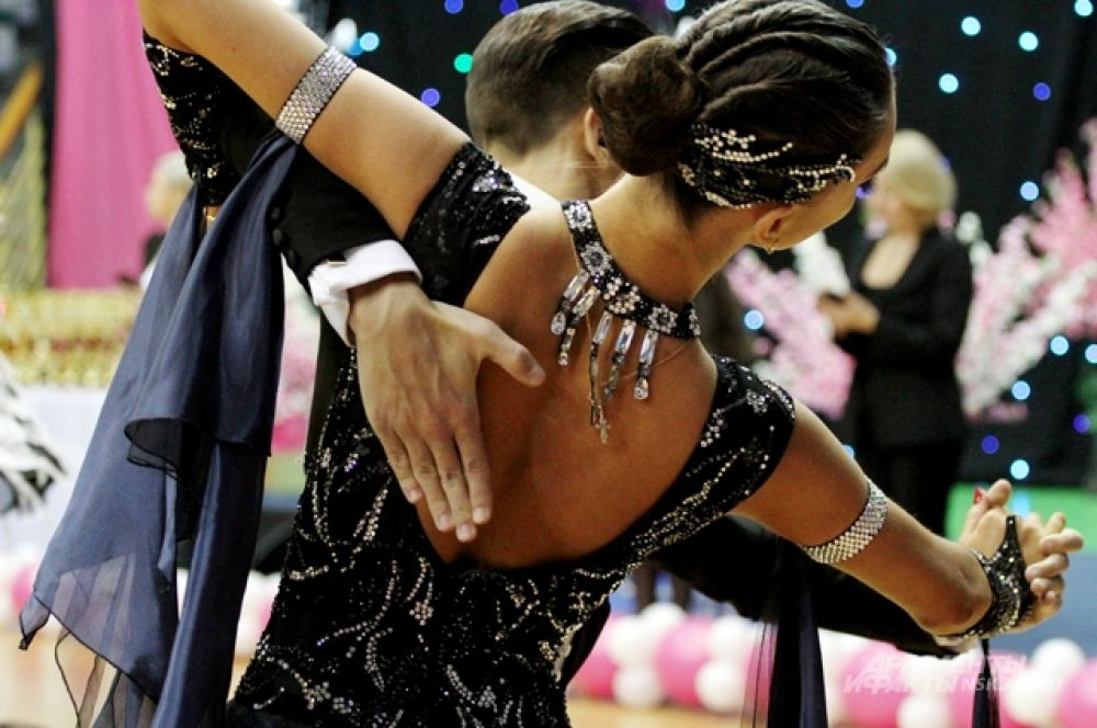 Образы многих танцоров были продуманы до мельчайших деталей, включая прически и аксессуары.
