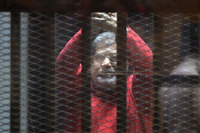 Экс-президенту Египта Мурси отменили приговор о пожизненном заключении