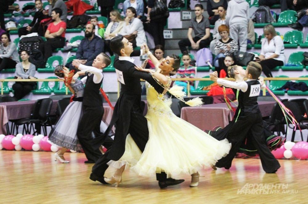 На 2-м месте - красноярские танцоры, и на почетном на 3-м — томичи.