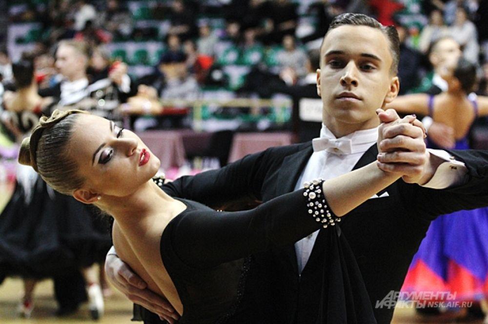 Среди танцоров Сибирского федерального округа на чемпионате региональных команд Сибири, проходившем в рамках турнира, новосибирская команда заняла первое место.