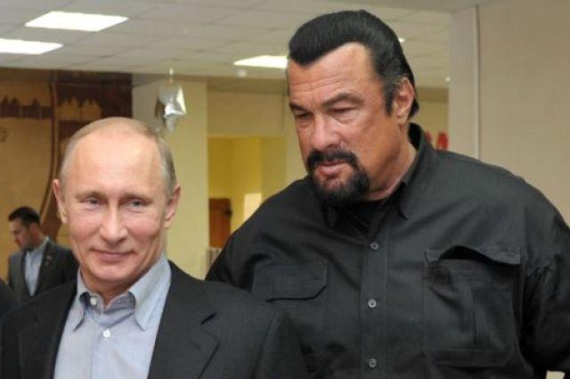 Сигал прилетел в столицуРФ за русским паспортом