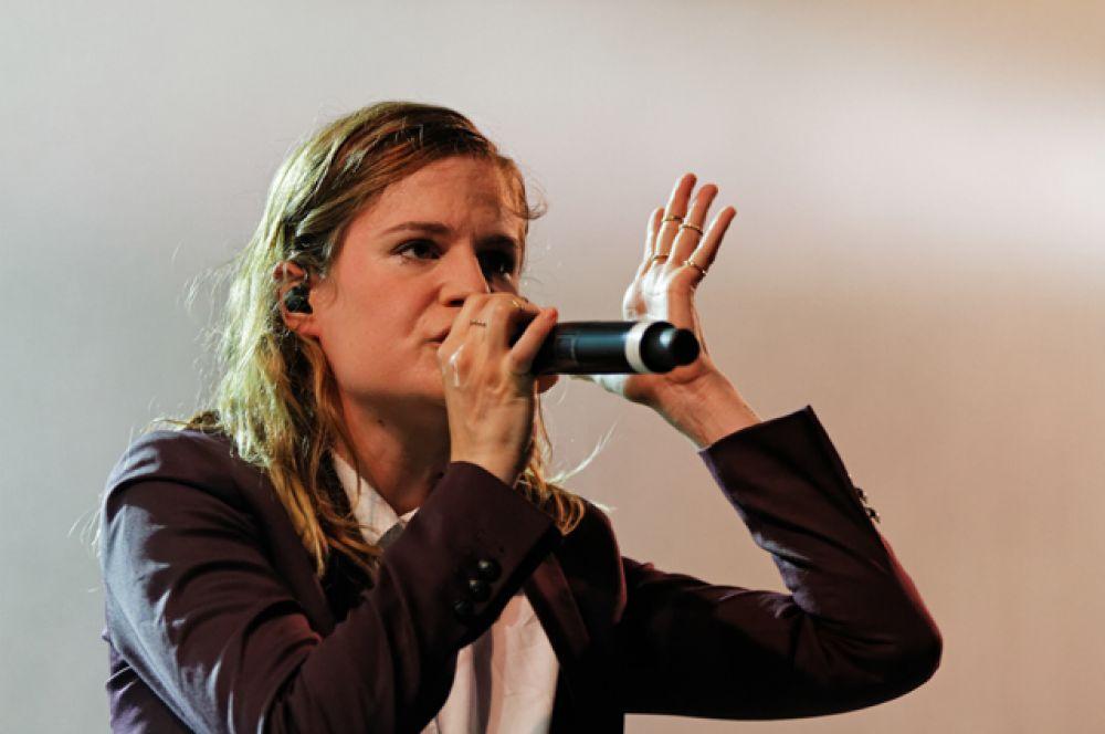 Элоиза Летисье, более известная под псевдонимом Christine and the Queens — французская инди-поп исполнительница и автор песен.