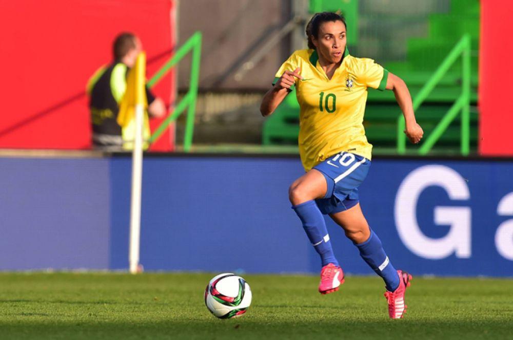 Марта Виейра да Силва или просто Марта — бразильская футболистка, нападающая, считается одной из лучших футболисток в мире. В данный момент выступает за клуб «Тюресё» в Женском чемпионате Швеции по футболу.