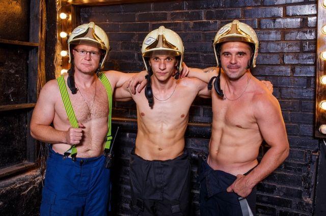 Омские пожарные готовят новый календарь— с дамами