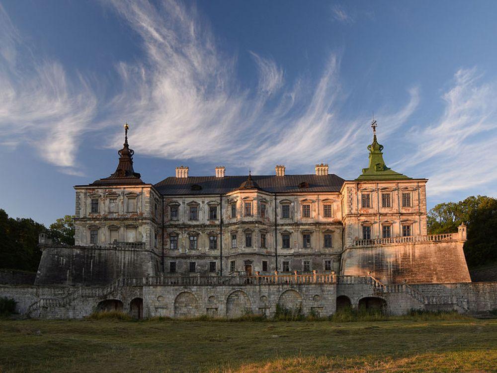 Подгорецкий замок строился с 1635 по 1640 года. Находится он во Львовской области