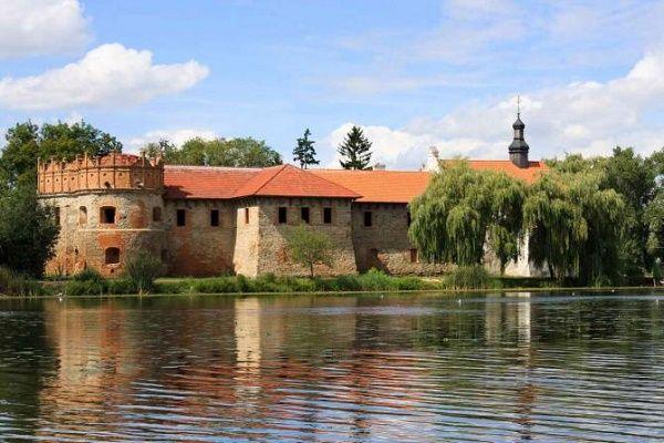 Замок князей Острожских в Хмельницкой области был построен еще в XVI столетии