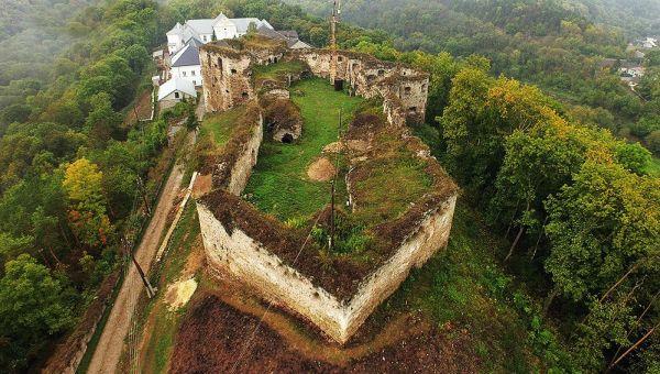 Этот необычный Язловецкий замок тоже построили в Тернопольской области. В XVI веке считался одним из лучших в Украине
