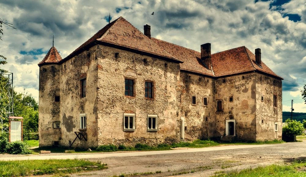 Чинадиевский замок был построен в XIV веке в Закарпатской области