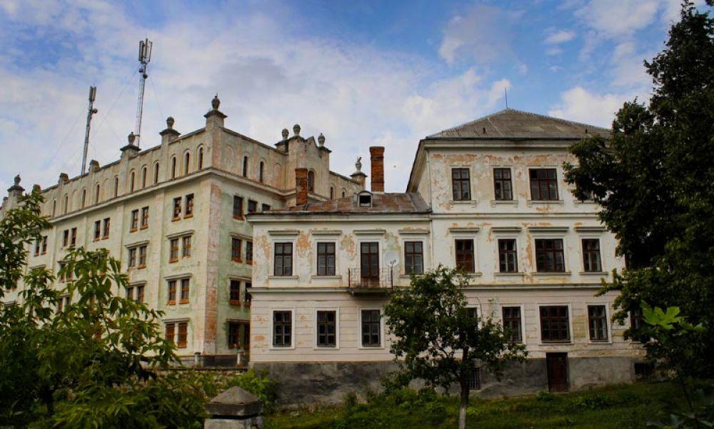 А это Ягольницкий замок, который построили в 1630 году в Тернопольской области