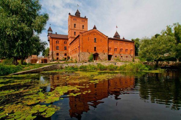Замок Радомысль расположен в Житомирской области и был построен примерно в XVI веке