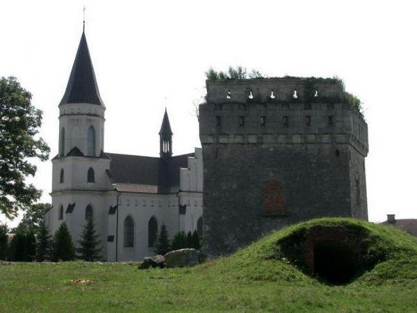 Скалатский замок находится в Тернопольской области и построен был в 1630 году