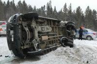 Микроавтобус с медиками опрокинуло в ДТП.