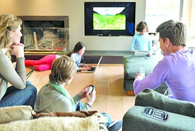 Суперсимка от «Ростелекома» - это: домашнее телевидение, домашний телефон, домашний интернет, мобильная связь.