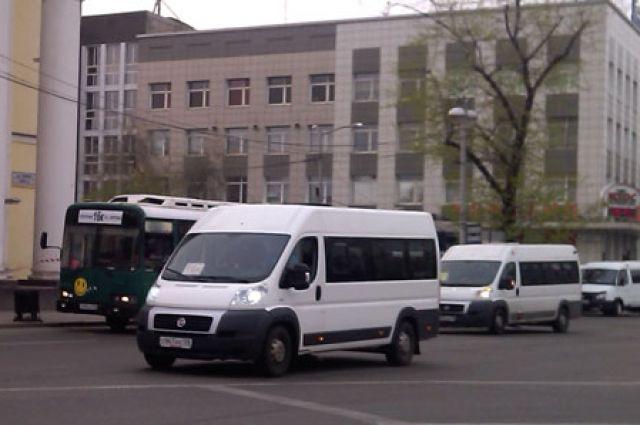 Дороги Иркутска заполнены маршрутками, но пассажиры всё равно недовольны.