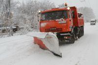 На улицах города ведется активная уборка снега.
