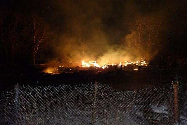 ВНюксенском районе семье довелось выпрыгивать изокон горящего дома
