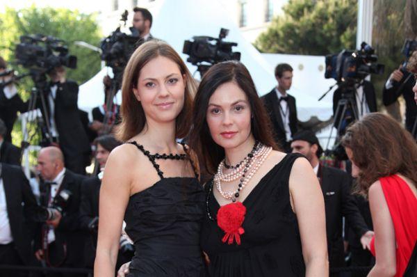 2010 год. Екатерина Андреева с дочерью Натальей на 63-м Международном Каннском кинофестивале во Франции.