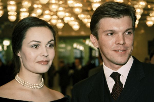 2001 год. Ведущие информационной программы «Время» Екатерина Андреева и Кирилл Клеймёнов.