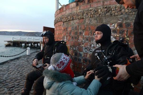 2013 год. Телеведущая Екатерина Андреева во время подготовки к проведению этапа эстафеты Олимпийского огня на озере Байкал.