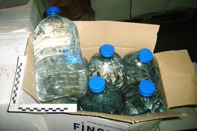 В нелегальном цехе нашли две тысячи пятилитровых канистр со спиртом