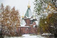 Снегопад в Омске всегда обещает долгую дорогу.