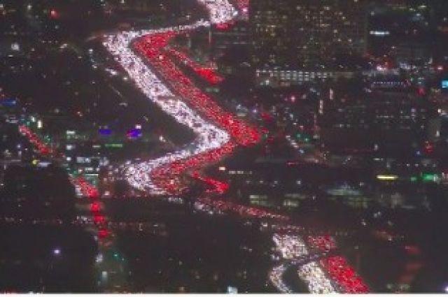 Огромную пробку нашоссе вЛос-Анджелесе сняли навидео
