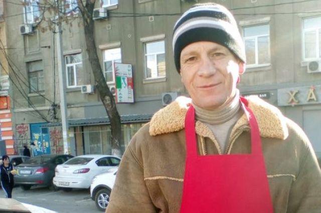 Волонтёр Владимир Алексейчук когда-то он сам был среди тех, кто отчаянно нуждался в помощи.