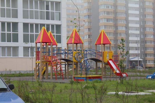 В Калининграде родственники засудили детсад за травму ребенка на прогулке.