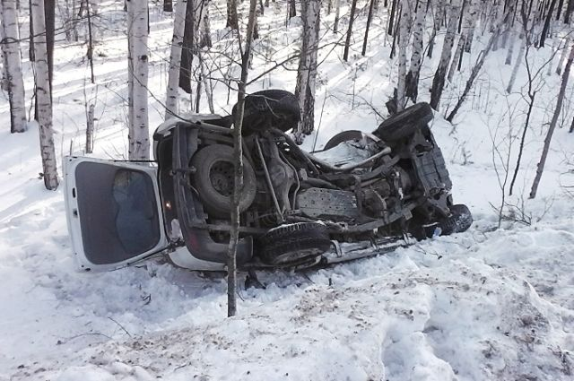 Иностранная машина вылетела вкювет после ужасной трагедии натрассе вЧелябинской области