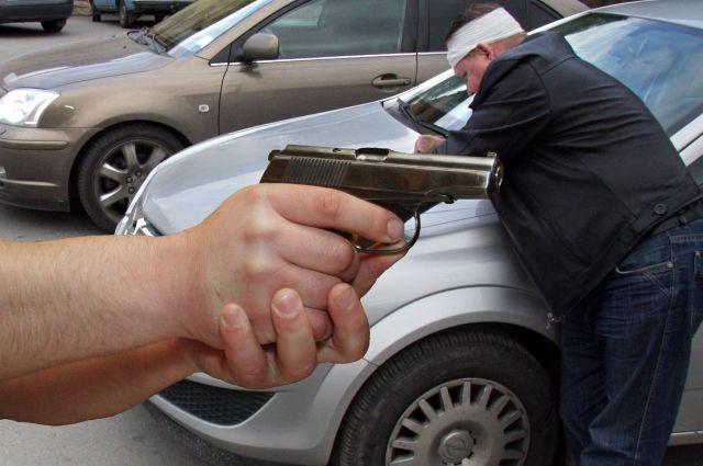 Пассажир такси расстрелял Лада Granta из«травмата» вПерми