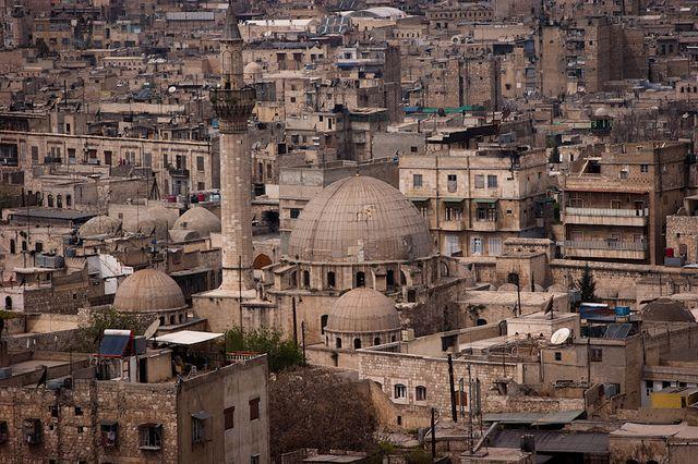 МинобороныРФ: Израйонов Алеппо выведено неменее 900 мирных граждан