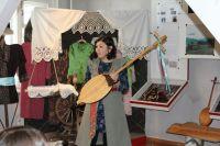 Кайчи исполняли свои героические сказания в сопровождении шорского двухструнного музыкального инструмента – кай-комуса.