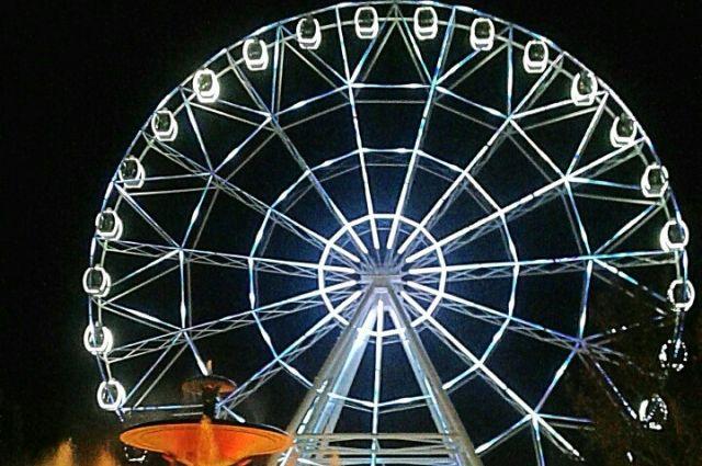 Увлекательное место отдыха в Ростове - новое колесо обозрения «Одно небо» в парке имени Максима Горького.