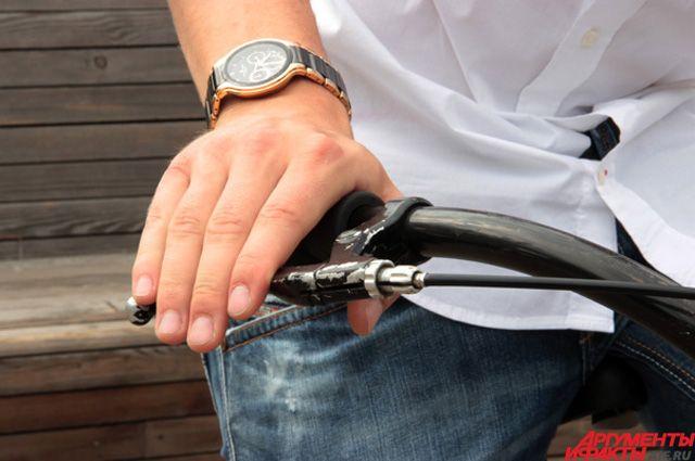 Омич угонял велосипеды из подъездов.