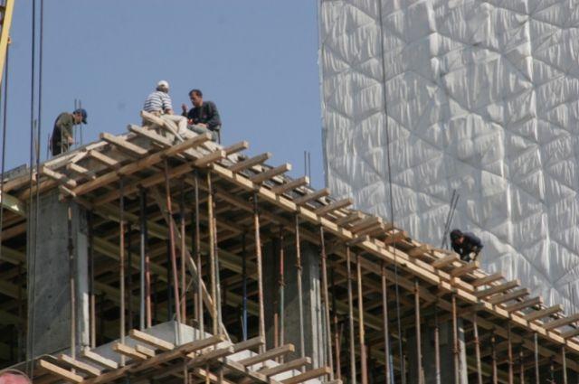 Рабочий упал свосьмого этажа строящегося дома вЛенинском районе
