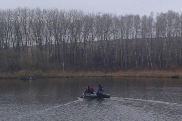 Спасатели на лодке