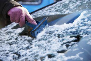 Не забывайте следить за прогнозом погоды. Если синоптики обещают резкий перепад температуры, возможно, стоит закатить автомобиль в теплый бокс или на крытую стоянку.