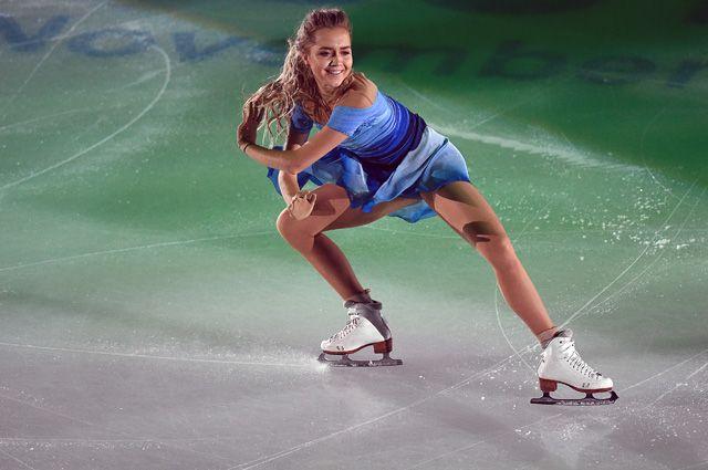 Елена Радионова (Россия), занявшая 2 место в женском одиночном катании, во время показательных выступлений на III этапе Гран-при по фигурному катанию в Москве.