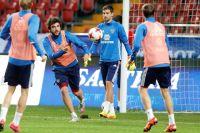 еоргий Джикия (на фото второй слева) считает нынешний вызов в сборную России тренировочным: «Надо поработать бок о бок с опытными игроками».
