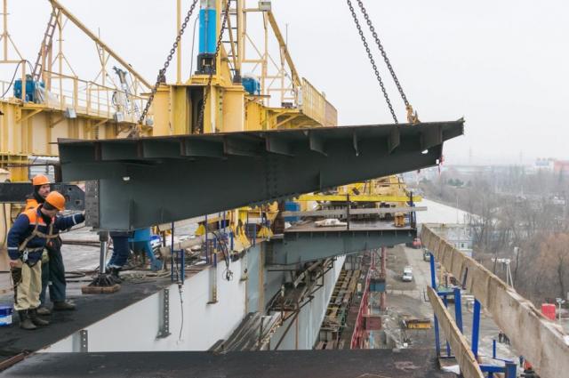 НаВорошиловском мосту окончено объединение основных балок пролетного строения