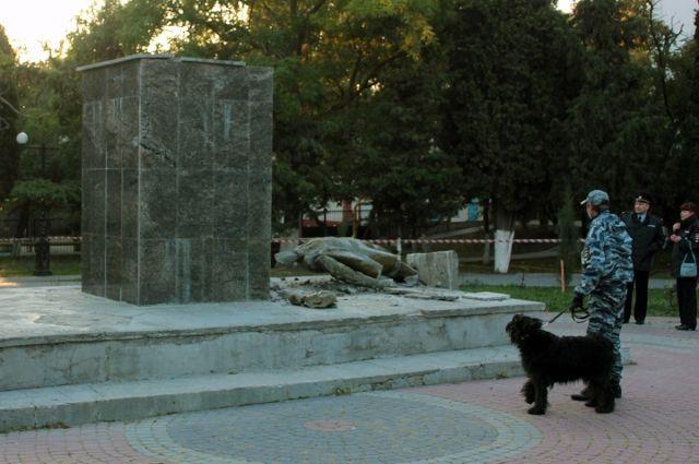 ВКрыму задержаны подозреваемые вразрушении монумента Ленину