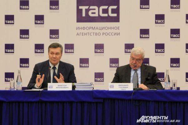 66-летний политик впервые ответил на вопросы украинских и российских журналистов с момента бегства из родной страны.
