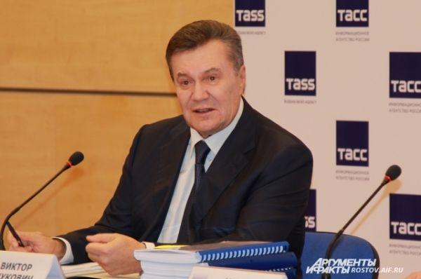 Виктор Янукович пообещал продолжить общение 28 ноября, в понедельник. В этот день назначен его допрос украинского суда по видеомосту.